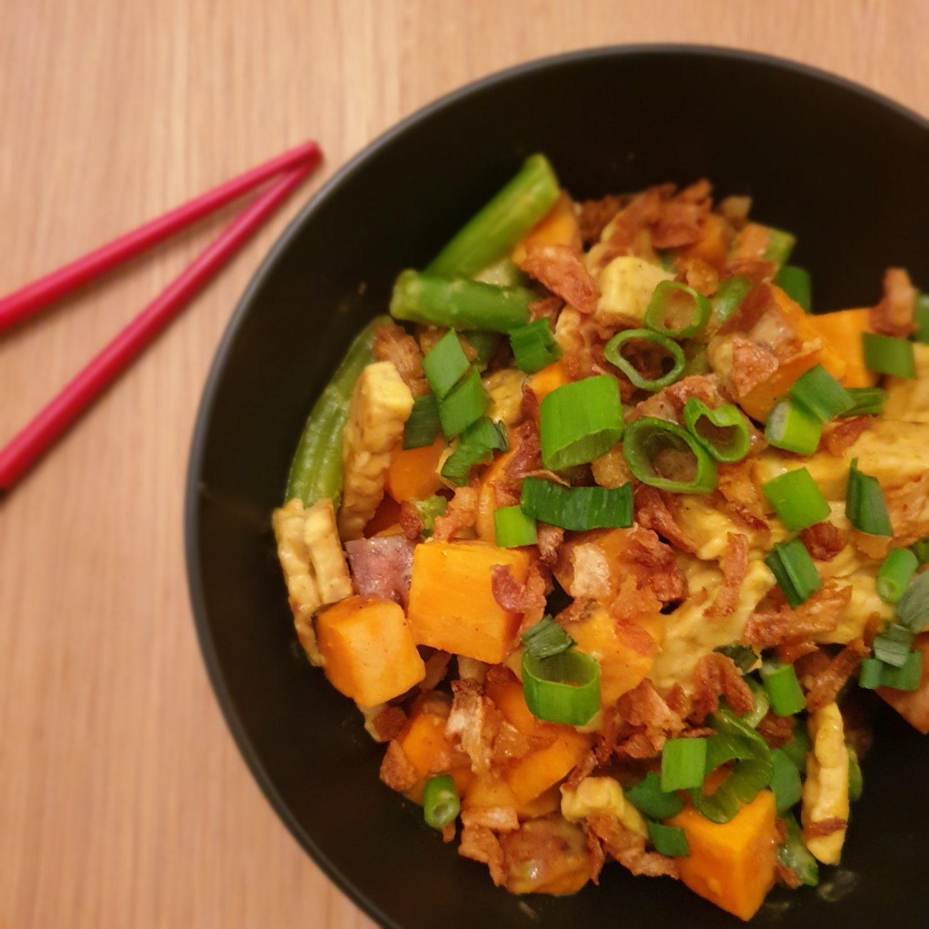 Gele curry met tempeh