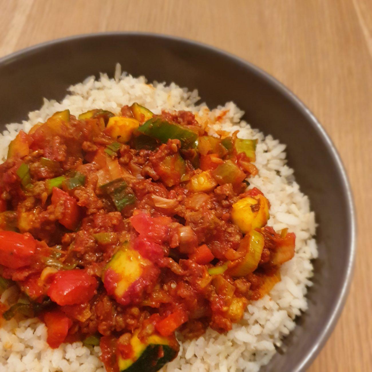 Groentenschotel met rijst en gehakt